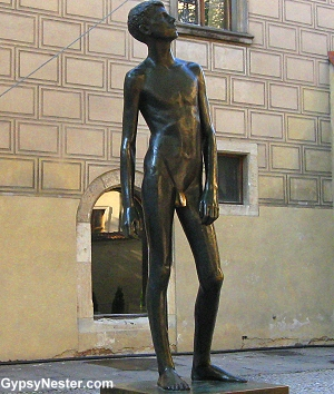 Statue in Prague Castle, rubbed in an usual way