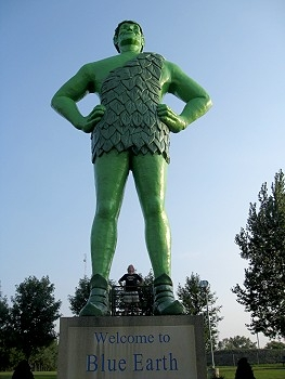 Somebody had to make a giant Jolly Green Giant! The good people of Blue Earth, Minnesota stepped up to the plate (of frozen peas)! This guy is over 55 feet tall. If you look closely, David is there - also standing akimbo - between the giant Giant's legs.